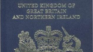 Brexit, la Gran Bretagna riavrà i suoi passaporti blu. Ma li produrrà un'azienda francese