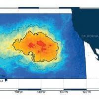 """Pacifico: l'isola di plastica è sempre più enorme. """"Una massa di spazzatura grande tre..."""