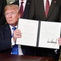Commercio, Trump firma le sanzioni alla Cina. Negoziati con l'Ue per sospendere i dazi su...
