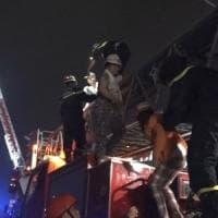 Vietnam, 13 morti in un maxi rogo. In 100 si salvano grazie ai cellulari