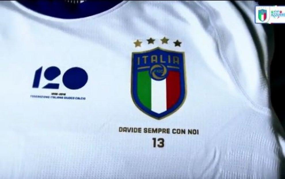 Italia-Argentina, azzurri in campo con la maglia per Astori: