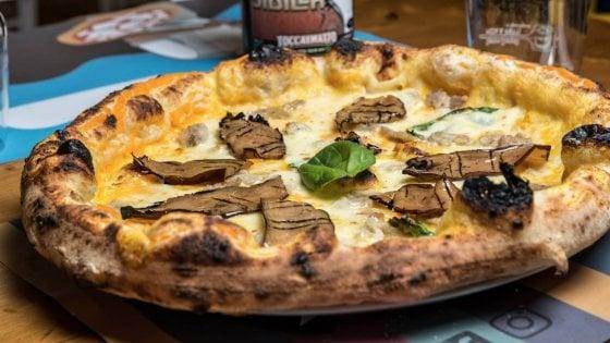 Un pizzaiolo dal cuore d'oro, tra montanarine fragranti e tempure d'autore