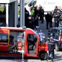 Trèbes, la Francia celebra l'agente eroe che ha preso il posto degli ostaggi
