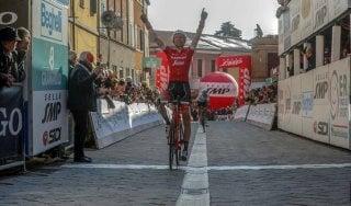 Ciclismo, Coppi&Bartali: sprint vincente di Mollema. Diego Rosa nuovo leader