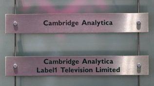 Cambridge Analytica, perquisizione a Londra.Zuckerberg convocatodal Senato Usa