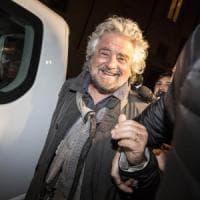 Battute su Silvio e Renzi, lo show di Grillo non disturba il movimento