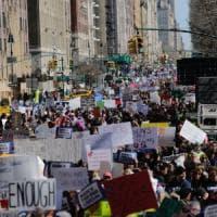 Usa, centinaia di migliaia in corteo contro le armi: mai così tanti dai