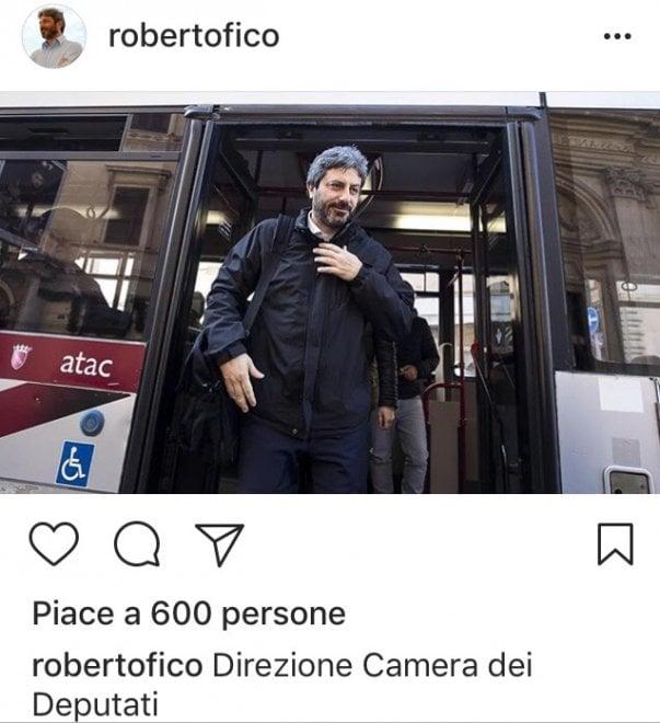 """Camera """"low profile"""", il neo presidente Fico sceglie l'autobus per arrivare a Montecitorio"""