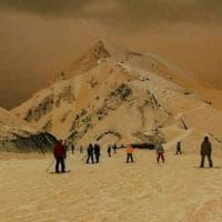 Sembra Marte ma è l'Est Europa: il  mistero svelato della neve arancione