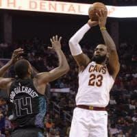 Basket, Nba: LeBron eguaglia Jordan, Boston di forza senza i big