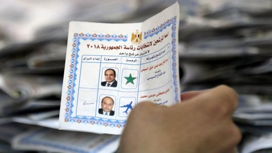 Egitto, plebiscito per al-Sisi. Elettori denunciano promesse di cibo e viaggi per un voto al presidente