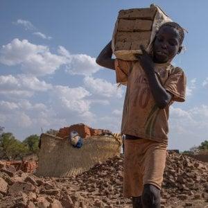 """""""Pragmatici, non ideologici"""": il Global Fund conferma l'accordo in Africa con Heineken"""