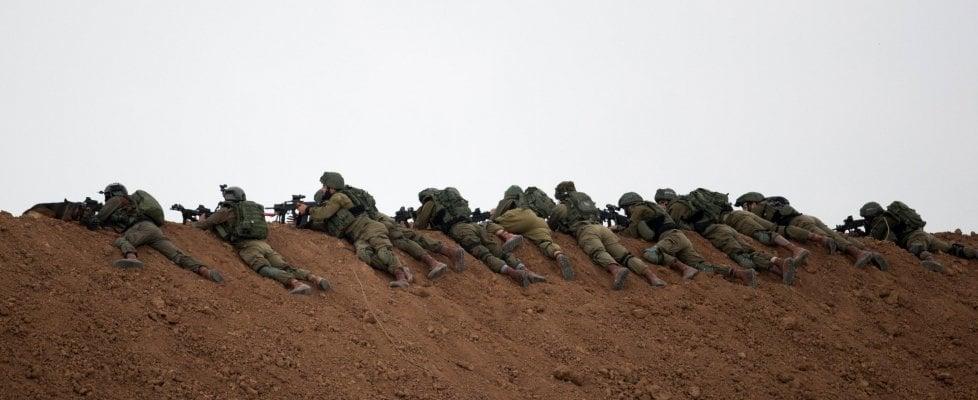 Violenti scontri a Gaza: 16 palestinesi uccisi dall'esercito israeliano. Oltre mille feriti