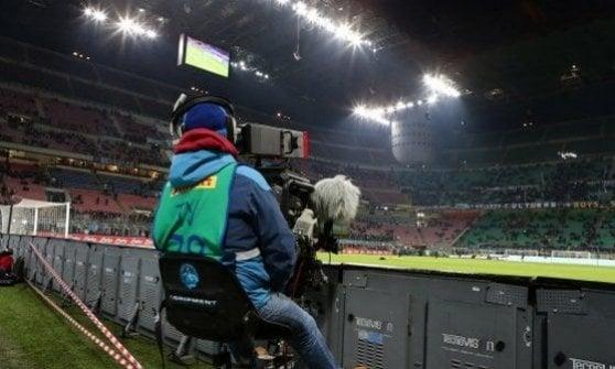 Sky-Mediaset, a Pasqua scoppia la pace della tv: via allo scambio di canali. Prove tecniche per una sola pay
