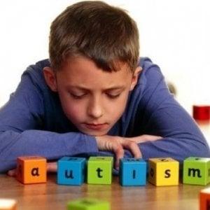 Più consapevolezza, più ricerca scientifica: il mondo si tinge di blu per raccontare l'autismo