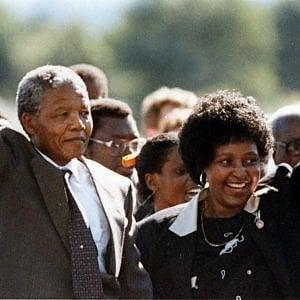 È morta Winnie Mandela, ex moglie di Nelson Mandela