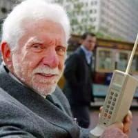 La prima telefonata da cellulare 45 anni fa: così inizio la rivoluzione mobile
