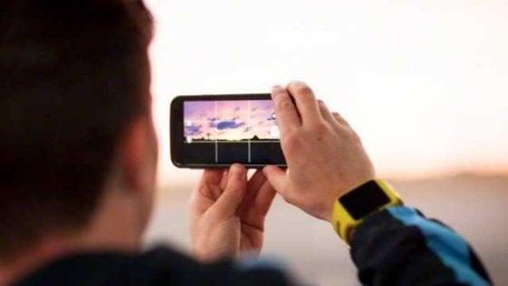 Smartphone, scattare troppe foto ci fa perdere i ricordi