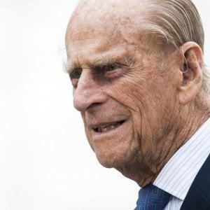 Regno Unito, ansia per il principe Filippo: ricoverato a 96 anni, verrà operato ad un'anca