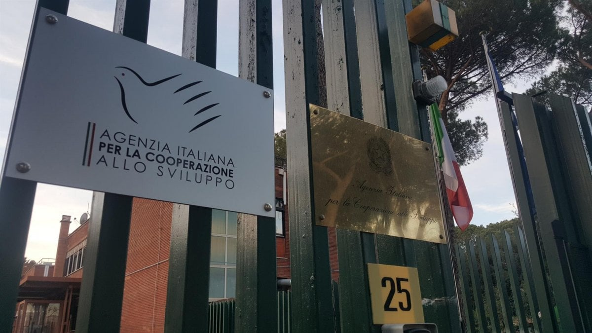 Il braccio di ferro dell 39 agenzia per la cooperazione con i for Cercasi ufficio roma