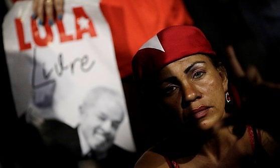 """Brasile, niente libertà per Lula. I giudici: """"L'ex presidente deve andare in prigione"""""""