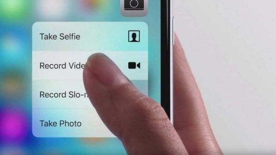 Apple, il nuovo iPhone? Schermo curvo e comando senza touch