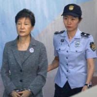 Corea del Sud, 24 anni per l'ex presidente Park Geun-hye