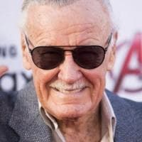 Ruba il sangue di Stan Lee e lo