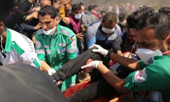Gaza, riprendono gli scontri: 7 palestinesi uccisi, più di mille feriti. Tra i morti un ragazzo di 16 anni