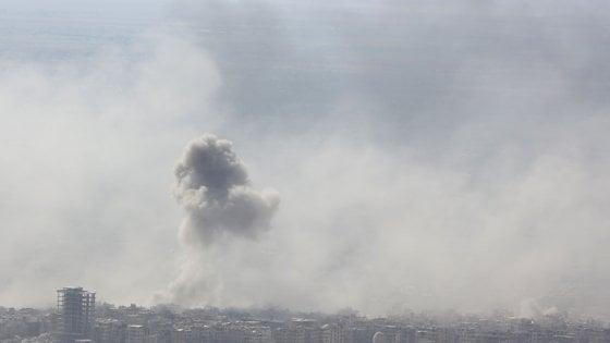 """Siria, Douma sotto attacco: """"Armi chimiche"""". Trump: """"Putin e Iran colpevoli. Assad animale"""""""