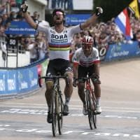 Ciclismo, Sagan nella leggenda: la Parigi-Roubaix è sua