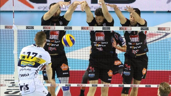 Volley, Superlega: Civitanova vede la finale, Modena piegata al quinto set