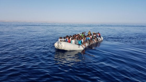 """Migranti, Centro Astalli: """"Il 40 per cento di chi arriva dalla Libia soffre per le violenze e i traumi subiti"""""""