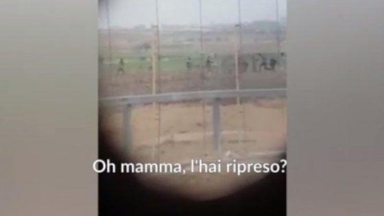 Gaza, soldato israeliano spara a un palestinese e gli altri militari esultano