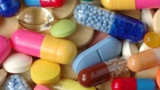 Utilizzo Farmaci Scaduti.Medici Fai Da Te Usiamo Farmaci Scaduti E Comprati Senza