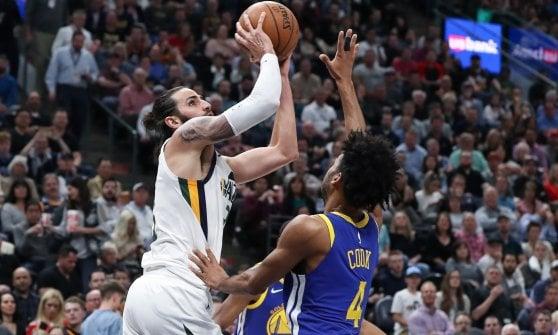 Basket, Nba: Belinelli si vendica degli Hawks. Philadelphia, 15° successo di fila