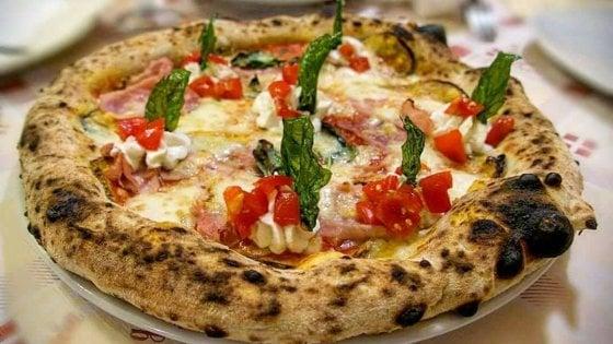 Viaggio nel mondo della pizza: ecco i 60 locali che abbiamo provato per voi