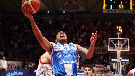 Basket, serie A: Sassari passa a Pistoia e si rilancia nella corsa playoff
