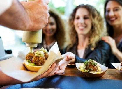 Tutte le strade portano al cibo: la primavera dei festival di street food