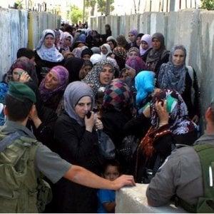 """Gaza, OMS: """"Molti palestinesi muoiono senza cure in attesa del visto israeliano per uscire dalla Striscia"""""""
