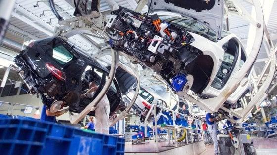 Cina,  entro il 2022 via i limiti per i costruttori auto stranieri