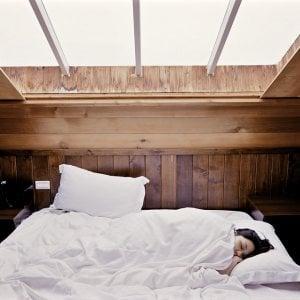 A letto presto, la bilancia e la salute ringraziano