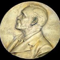 """""""Il Premio Nobel è troppo 'egoista', pensiamo a un'alternativa"""""""