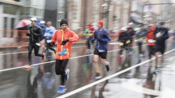 Dal bicarbonato al budino di sangue: il 48% dei runner pronto a tutto per correre più a lungo