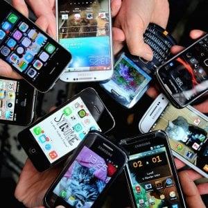 Abbonamenti truffa al cellulare, nuove tutele per gli utenti