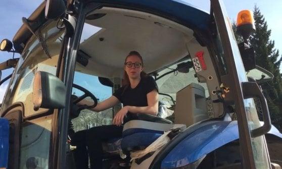 Donne sul trattore, la carica delle giovani laureate