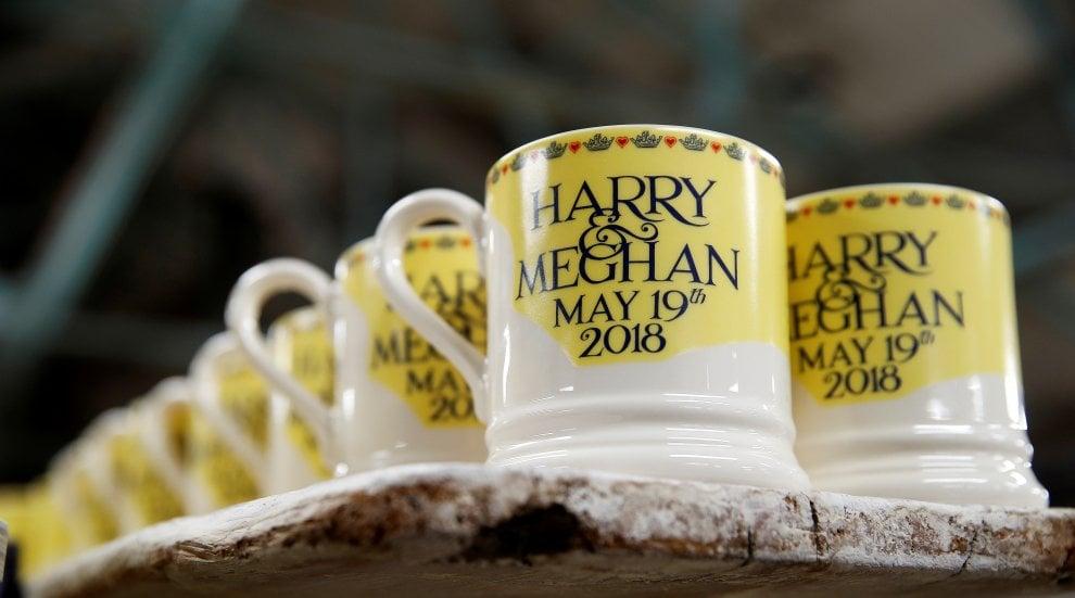 Gb, Harry e Meghan mania: febbre dei gadget a un mese dalle nozze