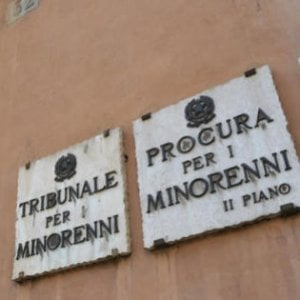 """Bullismo, nuovo allarme dopo Lucca. A Velletri minacce in classe a professoressa: """"Ti sciolgo nell'acido"""""""