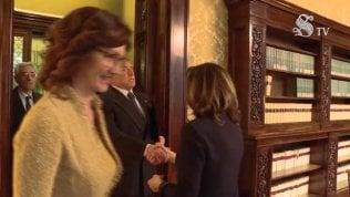 Casellati incontra Forza Italia. Niente bacio a Berlusconi