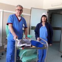 """Dalle """"ricamatrici"""" di Oristano cuffie lavorate a mano in dono alle pazienti in ..."""